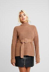 Fashion Union Petite - HOVEA - Sweter - chocolate - 0