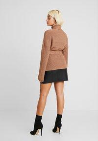 Fashion Union Petite - HOVEA - Sweter - chocolate - 2