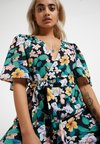 Fashion Union Petite - POLLY - Overall / Jumpsuit /Buksedragter - tropical jungle
