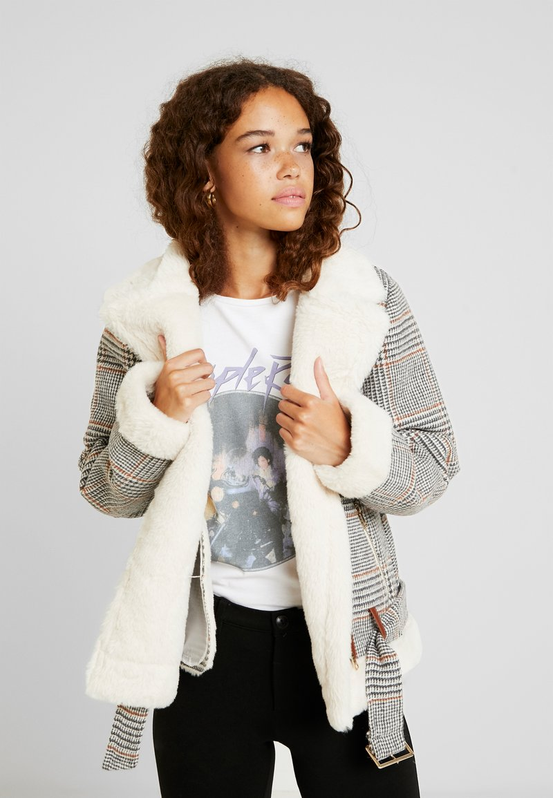 Fashion Union Petite - CHECK AVAITOR WITH COLLAR - Chaqueta de invierno - white/grey