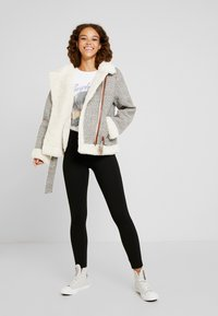 Fashion Union Petite - CHECK AVAITOR WITH COLLAR - Chaqueta de invierno - white/grey - 1