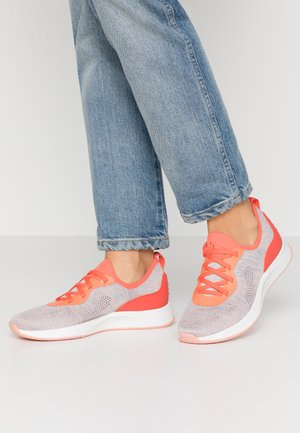 Sneakers - coral