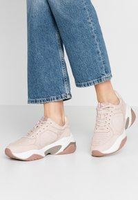 Tamaris Fashletics - Sneakersy niskie - old rose - 0