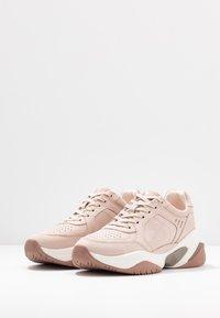 Tamaris Fashletics - Sneakersy niskie - old rose - 4