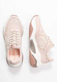 Tamaris Fashletics - Sneakersy niskie - old rose - 3