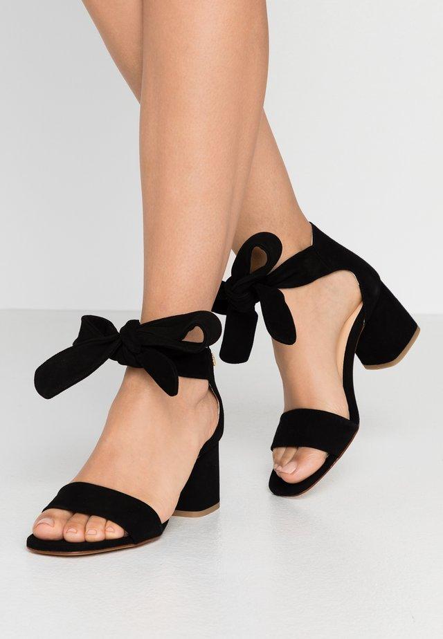SELENE  - Sandaalit nilkkaremmillä - black