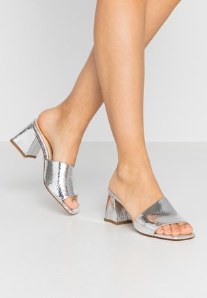 TED MULE - Heeled mules - silver craquele