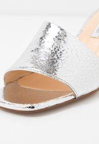 Fabienne Chapot - TED MULE - Heeled mules - silver craquele - 2