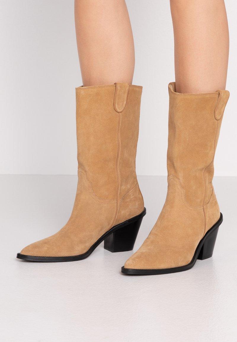 Fabienne Chapot - DOLLY HIGH - Cowboy/Biker boots - sand