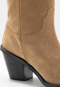 Fabienne Chapot - DOLLY HIGH - Cowboy/Biker boots - sand - 2