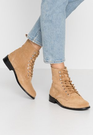 OLIVIA BOOTY - Lace-up ankle boots - sand