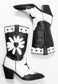 Fabienne Chapot - DOLLY HIGH SPECIAL  - Cowboy/Biker boots - black/white - 3