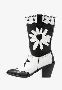 Fabienne Chapot - DOLLY HIGH SPECIAL  - Cowboy/Biker boots - black/white - 1