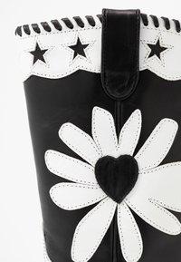 Fabienne Chapot - DOLLY HIGH SPECIAL  - Cowboy/Biker boots - black/white - 2
