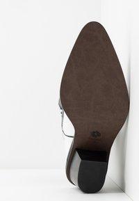Fabienne Chapot - DOLLY HIGH SPECIAL  - Cowboy/Biker boots - black/white - 6