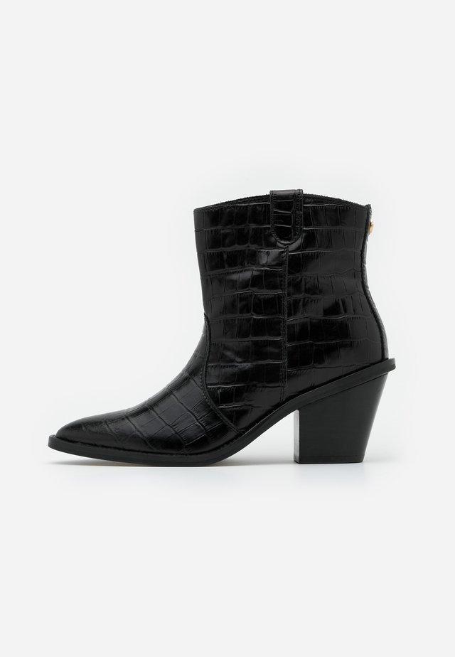 DOLLY ZIPPER BOOT - Kovbojské/motorkářské boty - black
