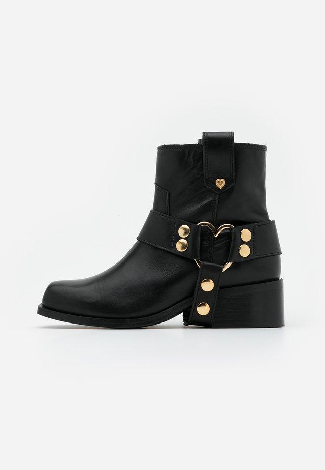 ANGIE - Kovbojské/motorkářské boty - black