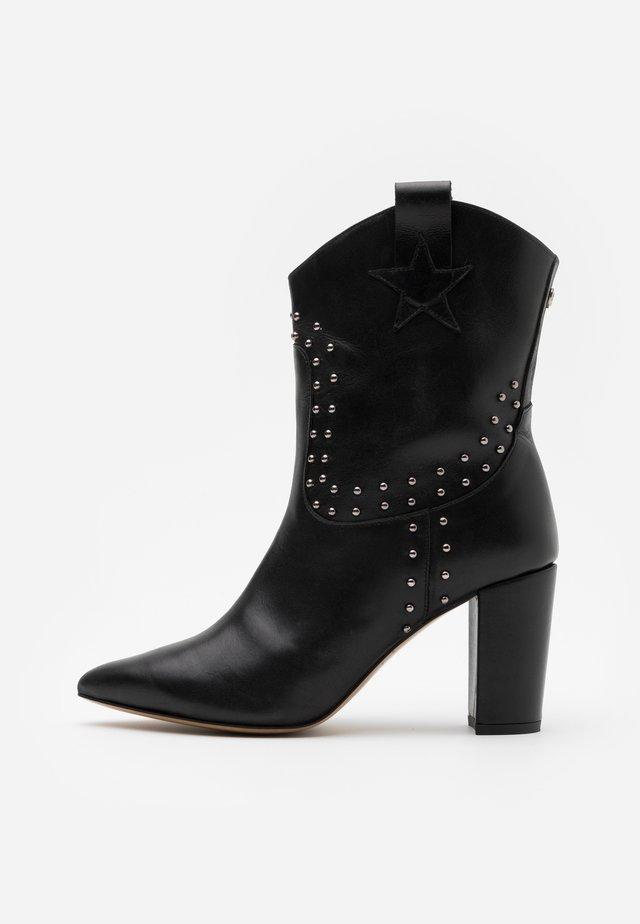 HUGO STUD BOOT - Kovbojské/motorkářské boty - black