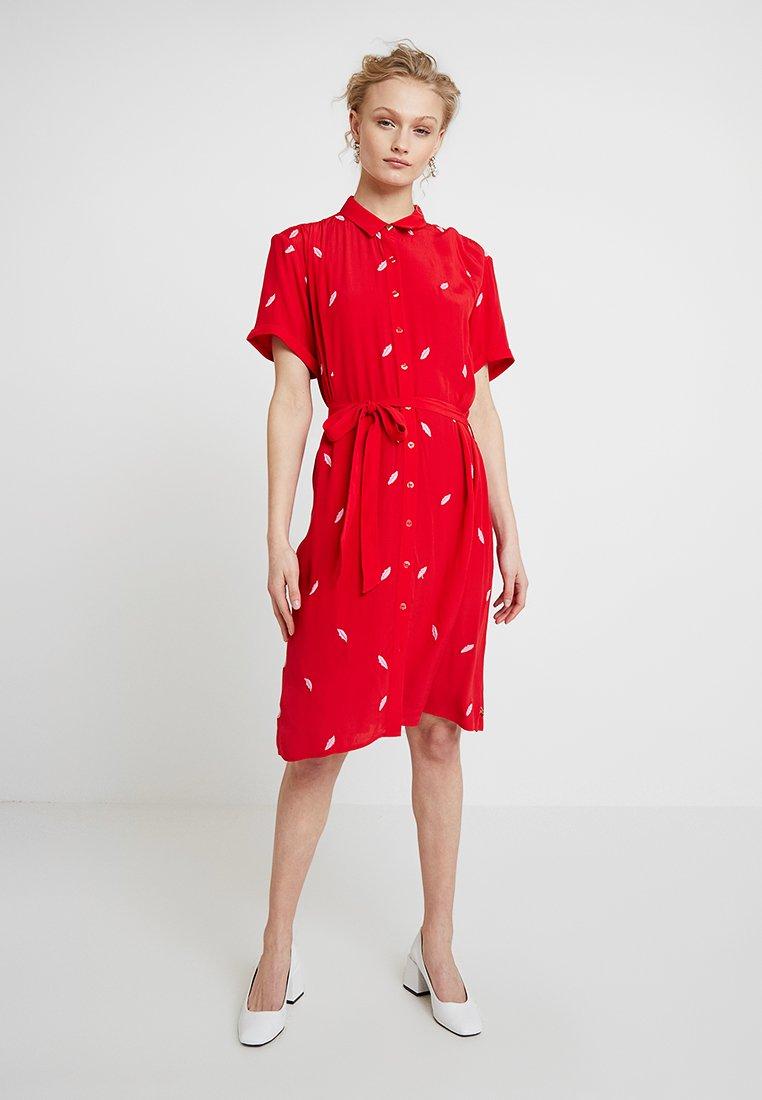Fabienne Chapot - BOYFRIEND EMBROIDERY DRESS - Shirt dress - romance red