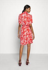 Fabienne Chapot - BOYFRIEND LOVELY LOVE - Shirt dress - crazy coral - 2