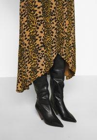 Fabienne Chapot - ARCHANA LOU DRESS - Day dress - retro panther - 5