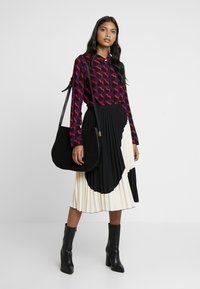 Fabienne Chapot - PERFECT BLOUSE - Overhemdblouse - game over hearts - 1