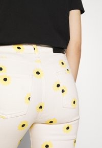 Fabienne Chapot - EVA FLARE TROUSERS - Bootcut jeans - white/yellow - 6
