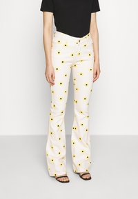 Fabienne Chapot - EVA FLARE TROUSERS - Bootcut jeans - white/yellow - 0