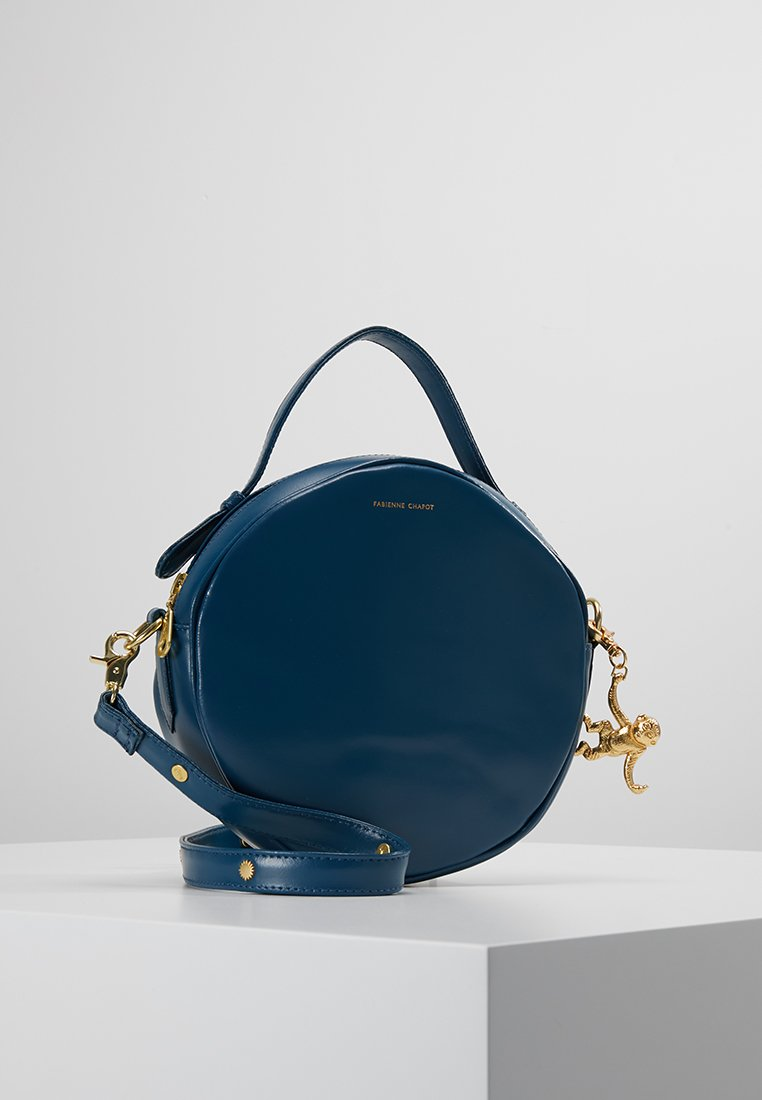Fabienne Chapot - ROUNDY BAG - Käsilaukku - denim blue