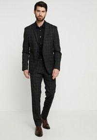 Farah Tailoring - HANDFORD SLIM FIT - Formal shirt - black - 1