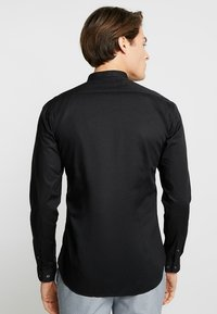 Farah Tailoring - HANDFORD SLIM FIT - Formal shirt - black - 2