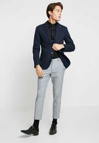 Farah Tailoring - HANDFORD SLIM FIT - Formal shirt - black - 1