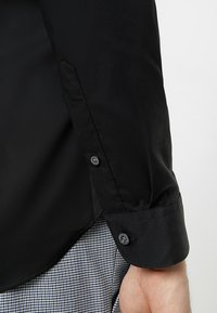 Farah Tailoring - HANDFORD SLIM FIT - Formal shirt - black - 3