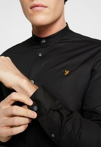 Farah Tailoring - HANDFORD SLIM FIT - Formal shirt - black - 5