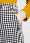 Fashion Union Plus - DOGTOOTH TAPERED TROSUERS WITH BUTTON FRONT - Pantalones - black/cream