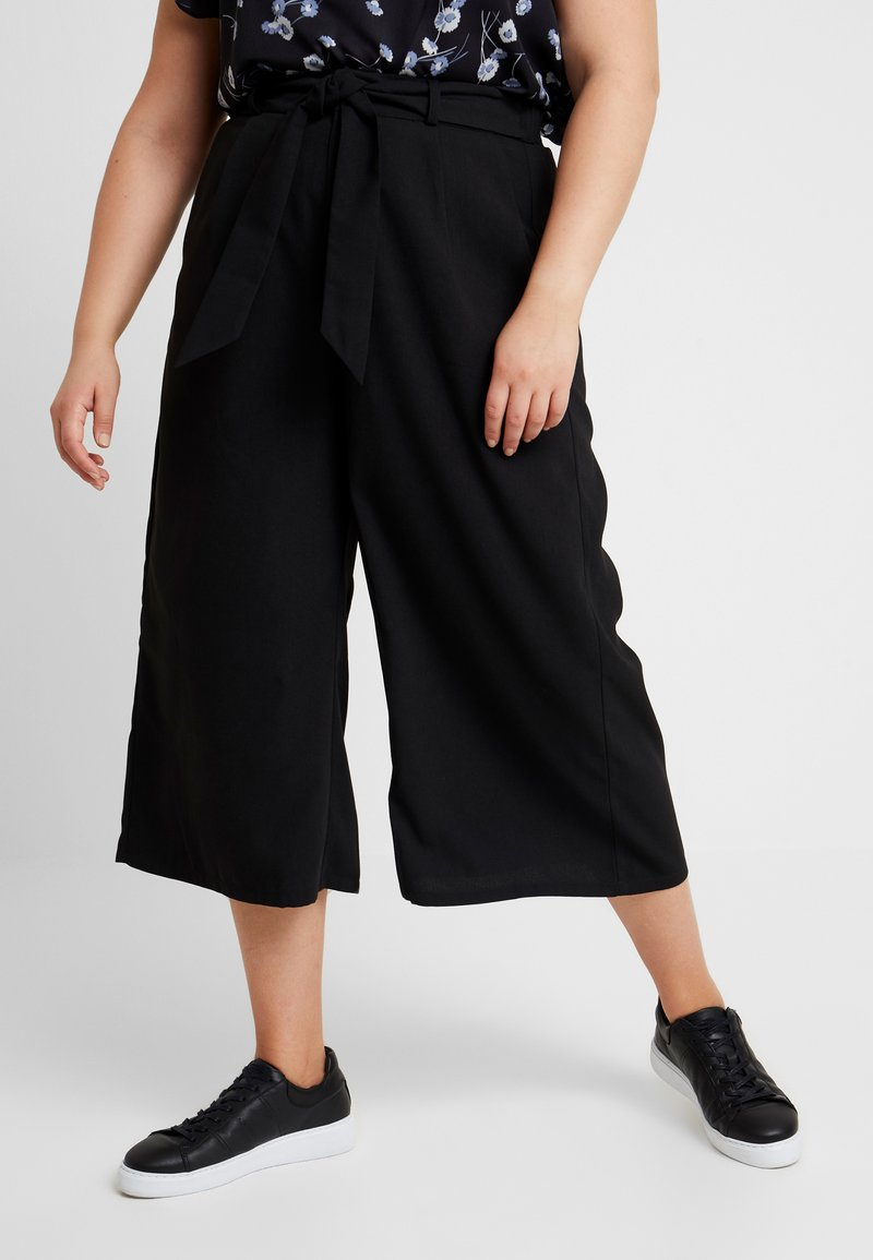Fashion Union Plus - PAPER BAG WAIST WIDE LEG TROUSER - Stoffhose - black