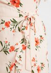 Fashion Union Plus - FLORAL WRAP DRESS WITH FRILL - Denní šaty - peachy keen