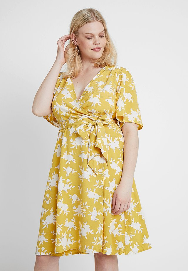 WRAP DRESS IN FLORAL PRINT - Denní šaty - summer shadow