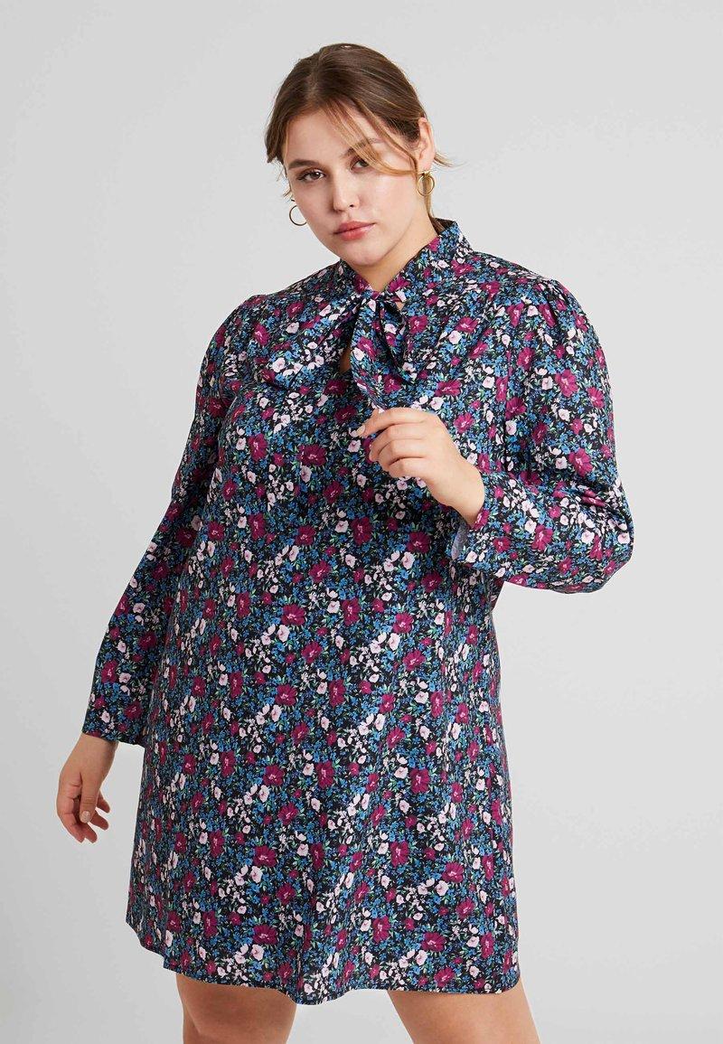 Fashion Union Plus - HIGH NECK DRESS WITH NECK TIE - Freizeitkleid - vintage meadow