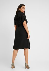 Fashion Union Plus - MIDI DRESS WITH INSERT AND BELT DETAIL - Skjortekjole - black