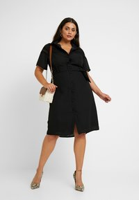 Fashion Union Plus - MIDI DRESS WITH INSERT AND BELT DETAIL - Robe chemise - black - 2