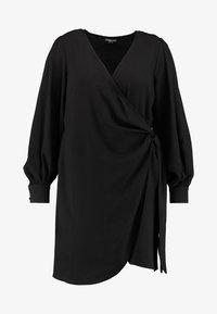 Fashion Union Plus - V NECK MIDI DRESS WITH SIDE KNOT - Denní šaty - black - 4