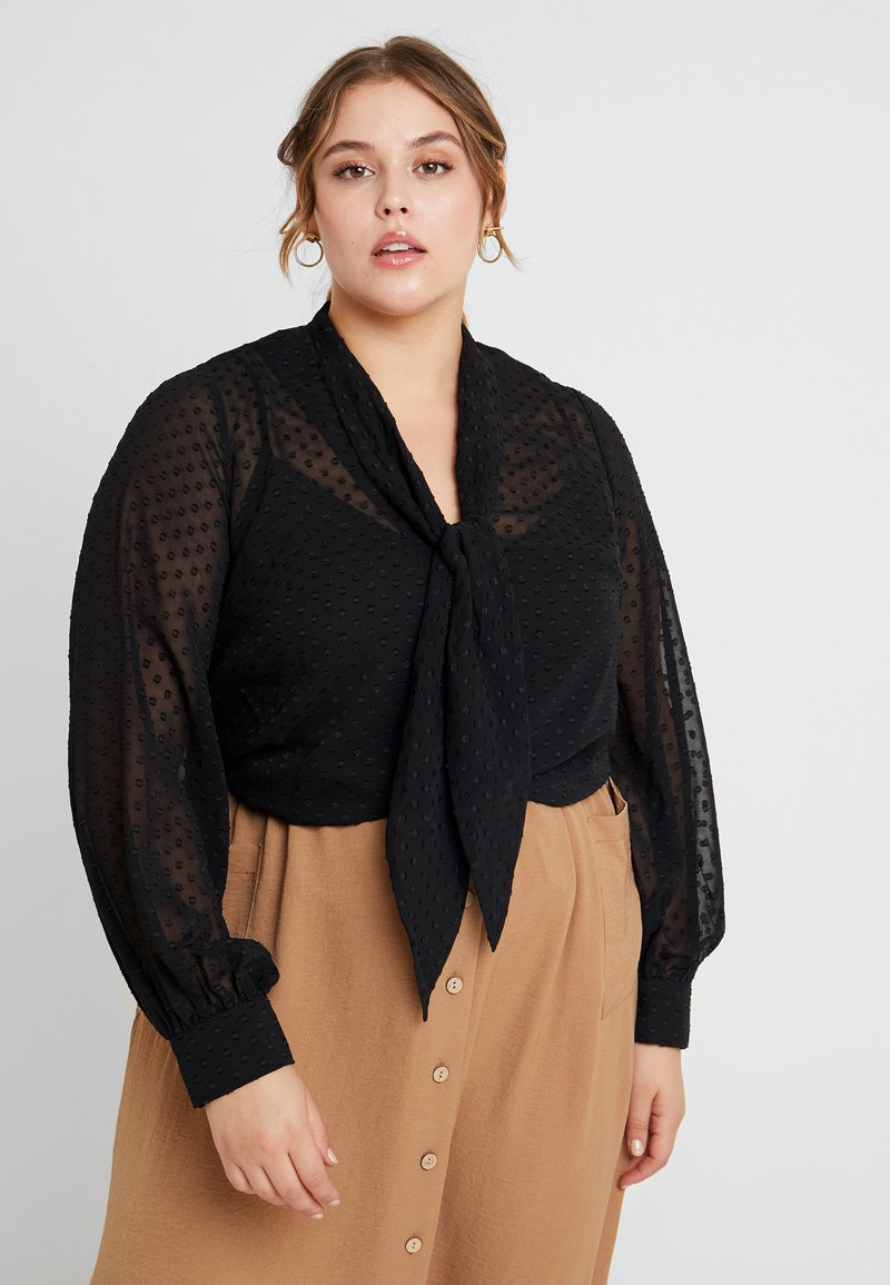 Fashion Union Plus - PUSSYBOW WITH CUT OUT FRONT - Camicetta - black dobby