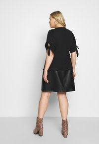 Fashion Union Plus - DOLLY BLOUSE - Blouse - black - 2