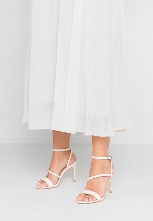 WIDE FIT DELLY - Sandály na vysokém podpatku - natural
