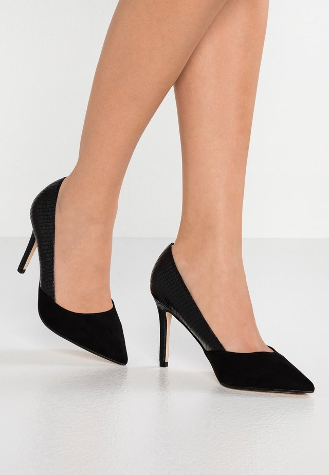 WIDE FIT WEGAN - Højhælede pumps - black