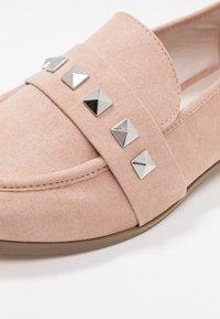 Faith Wide Fit - WIDE FIT WES  - Loaferit/pistokkaat - natural - 2