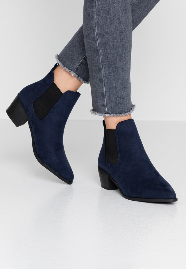 WIDE FIT WHELSEA - Boots à talons - navy