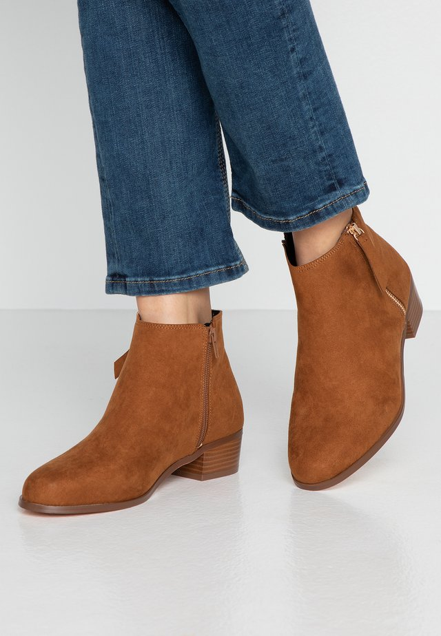 WIDE FIT WOOT - Ankle boots - tan