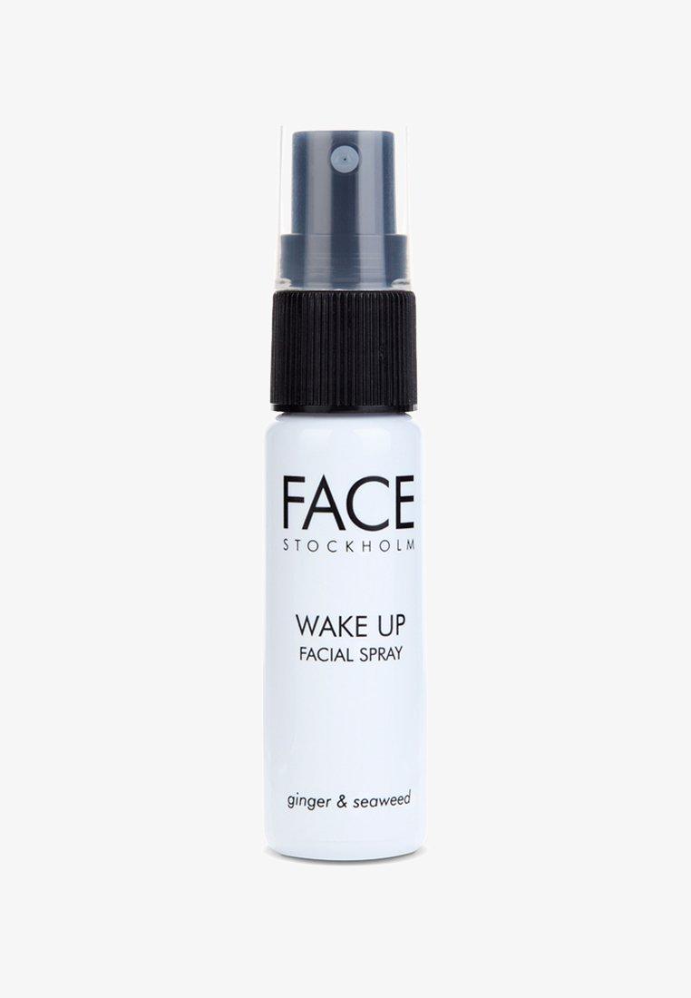 FACE STOCKHOLM - WAKE UP SPRAY - Fixeerspray & -poeder - wake up spray